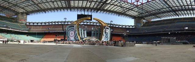 Panorama Robbie Williams stage Milan 2006-07-22 by U2005.com