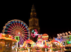 Mei Kermis Grote Markt + Martinitoren (loonatic) Tags: longexposure nightphotography holland netherlands night amusement parks fair ferriswheel rides mei groningen funfair kermis grotemarkt attractions amusementparks martinitoren longexposures timelaps meikermis lptowers