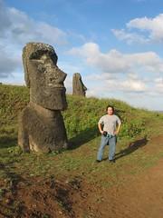 Moai y yo (Daniel Fajardo Cabello) Tags: chile de pacific daniel moai easterisland fajardo rapanui isladepascua roa moais rapa hangaroa ranoraraku easternisland iorana ranuraraku islandisla ombligodelmundo elombligodelmundo nuieastern pascuamoaipolinesiachilehanga