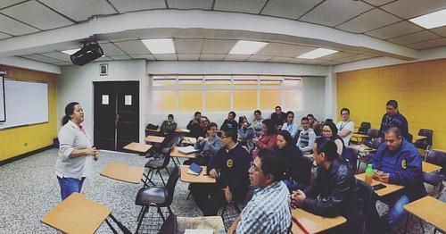 Iniciamos la capacitación de nuestro primer equipo de agentes ambientales multiplicadores en el colegio #RodolfoRobles de #Xela!  #vamospormás #GuateLoMerece #CertificadoBanderaVerde #MedioAmbiente #Ambientalismo #GestionDeResiduosYDesechosSolidos #Coguap