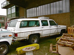 1980 CHEVROLET Suburban Silverado 20 Trailering Special 13.000 GCW (ClassicsOnTheStreet) Tags: classic chevrolet abandoned car station wagon rotterdam gm estate suburban outdoor 80s vehicle oldtimer streetphoto spotted lpg 20 wreck silverado 1980 1980s import decline combi kombi streetview stationwagon straatbeeld strassenszene unused imported heavyduty 2015 wrak verval klassieker verlaten epave gespot katendrecht stationcar 8cylinder stationwagen straatfoto carspot 8cilinder ingevoerd 56rtxg 13000gcw traileringspecial paulnijghkade