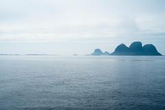 (giuli@) Tags: sea color colour norway digital islands mare colore boattrip lofoten norvegia rst isole giuliarossaphoto giroinbarca noawardsplease birdmountains nolargebannersplease fujinonxf35mmf14r fujifilmxe1