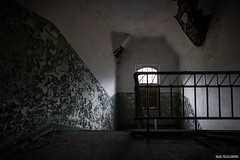 Oserez vous la descente aux enfers? (Naska Photographie) Tags: urban abandoned hospital dark lost stair decay ghost sombre abandon sanatorium exploration escalier urbex abandonn tenebre naska