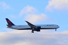 N834MH (thokaty) Tags: barcelona bcn boeing bos bostonloganairport 767 b767 deltaairlines b767400 b764 n834mh dl9940