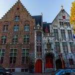 Brugge 2015 V1 - Le chien qui regarde passer les touristes thumbnail