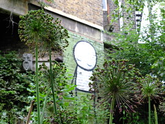 Calm in the Garden (failing_angel) Tags: 180616 london hackney dalston dalstoneasterncurvegarden dalstoneasterncurvegardenhasbeencreatedontheoldeasterncurverailwaylinewhichoncelinkeddalstonjunctionstation goods yardnorth line