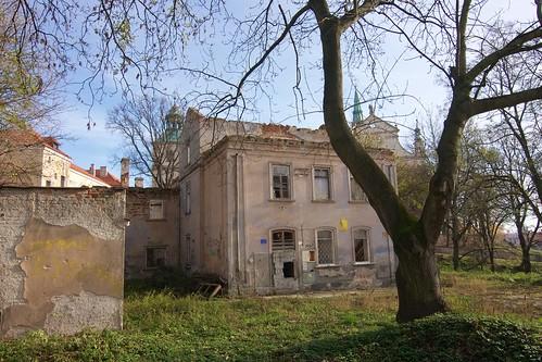 Ruina dawnego Towarzystwa Dobroczynności (Zamkowa 9) w Sandomierzu od Zamkowej
