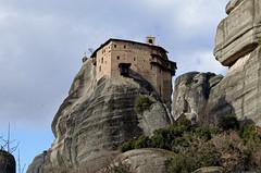 In the embrace of rocks (Nikolaos Gavrilakis) Tags: meteora μετέωρα