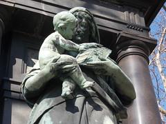 Budapest (Ferencdiak) Tags: budapest hungary patriotism allegorical figure deák szobor hazaszeretet allegória nő gyerek címer