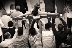 (no sabra como titular esta foto) (E.M.Lpez) Tags: blancoynegro monocromo blackwhite andaluca manos escultura septiembre verano fe cristo imagen jan culto hombres salud cofrade virado talla procesin costaleros traslado 2015 fervor devocin cofrada hermandad portadores crucificado procesional alcallareal cristodelasalud barriodesanjuan sierrasurdejan