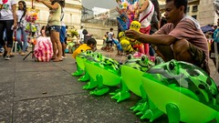 Froggy Afternoon (Arnel S. Bautista) Tags: life street plaza people afternoon balloon frog vendor common selling teampilipinas
