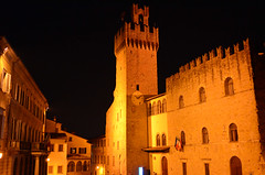 Arezzo (Wolfgang Binder) Tags: city building architecture night zeiss buildings nikon tuscany toscana arezzo distagon distagont2825 d7000