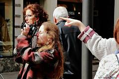 .. orientare le attenzioni .. (click__1858 a F p) (Ziozampi) Tags: canon eos persone mano fav indice dito scattirubati fotografare 2015 eos6d cameraeos 04aprile
