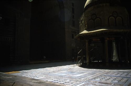 """Ägypten 1983 (11) Kairo: Sultan-Hasan-Moschee • <a style=""""font-size:0.8em;"""" href=""""http://www.flickr.com/photos/69570948@N04/22340332534/"""" target=""""_blank"""">Auf Flickr ansehen</a>"""