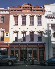 36 Broad St (c. 1803), view01, Charleston, SC, USA (lumierefl) Tags: usa building sc shop retail architecture unitedstates south 19thcentury southcarolina officebuilding bank business charleston commercial storefront northamerica southeast 1900s charlestoncounty 2part