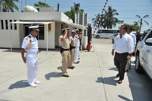 El gobernador Javier Duarte de Ochoa asiste a comida con Navales