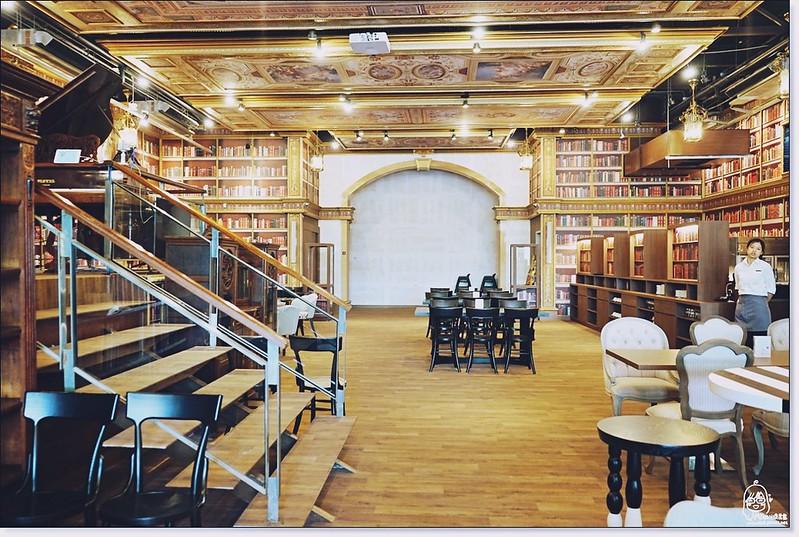 31678301694 56ab45bae7 c - 『熱血採訪』台中東區 CUCLOS Cafe & Kitchen 馥樂詩輕食餐廳/新天地西洋博物館-一起走入文藝復興時期的古典歐洲之旅,造訪台中最美麗古典優雅的圖書館餐廳