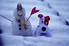 Today's Moments are tomorrow's memories ... (Đøn@tus) Tags: winter snowman friends dog snow whitebackground memories outdoor moments fotoricordo memorypicture todaysmoments tomorrowsmemories white