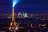 Le phare de Paris (Quentin Douchet) Tags: france iledefrance ladã©fense paris toureiffel building bã¢timent landscape light lumiã¨re night nightlights nuit panorama paysage
