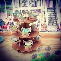 Cupcakes arrasando.... 🎠🎂👸🎉🍰🎈🎀🍫❤ #nalufez1 #molindacake #cakedesign #cakedecorating #cake #cakeart #sweet #minibolo #bolo #minibolorecheado #cupcake #bolomenina #parabéns #happy (Molinda Cake) Tags: molinda cake bolo pasta americana bolos confeitados boss