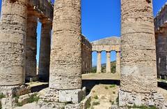 Segesta, Sicily: Greek Temple (zug55) Tags: sicily sicilia sizilien italy italia italien segesta elymian elymians greektemple dorictemple doric dorisch dorico temple tempio tempel ruin greek tempiodorico ruine classical antiquity