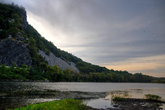 The Delaware River at Mount Tammany, NJ/PA (ap0013) Tags: new water sunrise river landscape newjersey nj gap mount jersey delaware tammany delawareriver delawarewatergap pennslyvania mounttammany