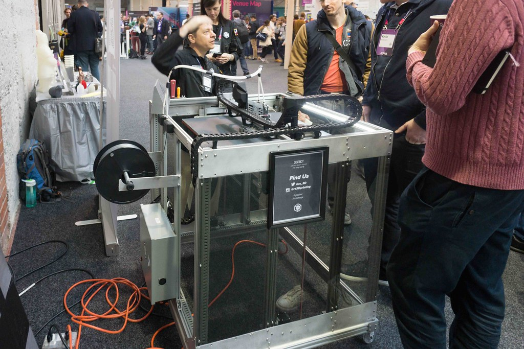 GIGABOT 3D PRINTER AT THE WEB SUMMIT IN DUBLIN 2015 [Re:3D]-109808