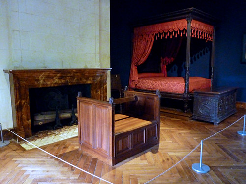 Loire Valley - Azay-le-Rideau chateau, master bedroom (3)