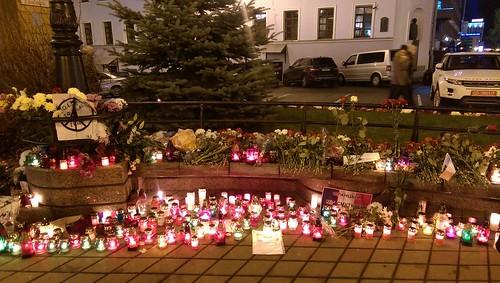 Embajada de Francia tras los ataques terroristas de París del 13 de noviembre de 2015. Minsk (Bielorrusia).