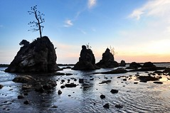 (orangebarrelsunshine) Tags: oregon tillamookbay sunset 3graces crabrock