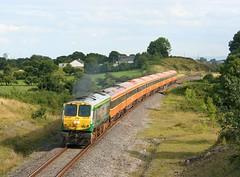 216, Hill of Berries, 7 August 2009 (Mr Joseph Bloggs) Tags: ie ir irish rail dublin heuston ballina 216 201 train treno hill berries athlone ireland