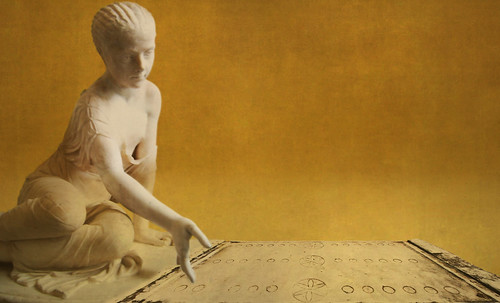 "Petteia - Ludus Latrunculorum  / Iconografía de las civilizaciones helenolatinas • <a style=""font-size:0.8em;"" href=""http://www.flickr.com/photos/30735181@N00/32369703982/"" target=""_blank"">View on Flickr</a>"
