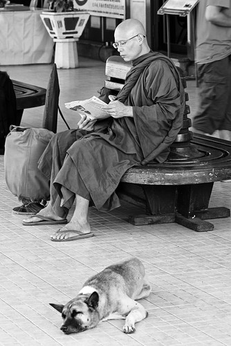 Monks at Hua Hin station-1