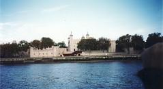 1999-10-London-14 (fjordaan) Tags: london thames 1999 scanned thamesboattrip