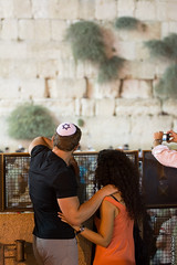 couple at the western wall (barak.shacked) Tags: nightphotography religious couple jerusalem streetphotography jewish  yamaka  thewesternwall oldcityofjerusalem