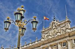 Palacio Real de Madrid (2).- (ancama_99(toni)) Tags: madrid espaa arquitetura architecture 35mm spain arquitectura nikon farola streetlamps bandera architektur palais palacioreal palacio 10favs 10faves d7000
