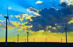 Aerogeneradores en La Muela, Zaragoza. (eustoquio.molina) Tags: sunset cloud atardecer la zaragoza cielo nube muela aerogeneradores