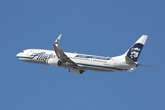Alaska Airlines (So Cal Metro) Tags: alaska plane airplane la losangeles airport aircraft aviation jet airline boeing lax airliner 737 alaskaairlines alaskaair gorussell n453as