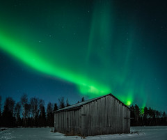 Barn in moonlight and northern lights (LuonnonKuvaaja) Tags: barn old field northern lights moonlight moon winter snow stars country maaseutu ylipää lasikangas raahe finland forest trees cold december long exposure