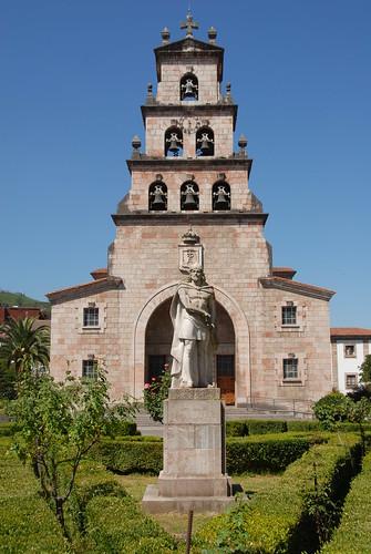Iglesia de Cangas de Onis y Don Pelayo