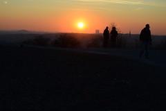 (simon.stoelben) Tags: bottrop tetraeder halde pile industry ruhrgebiet sun sunset orange sundown sunny winter january evening horizon