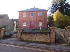 Akeman Street Baptist Church, Tring (Snapshooter46) Tags: baptistchurch tring akemanstreet strict hertfordshire architecture obelisk