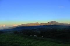 Piton des neiges (Laura-M.) Tags: paysage ile de la réunion reunionisland island iledelaréunion canon canoneos700d canon700d 700d volcan piton neige pitondesneiges nature couleur color ciel sky bleu blue