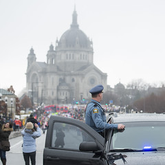 Police monitoring the crowds at the Minnesota women's march (Fibonacci Blue) Tags: stpaul protest march woman women demonstration event dissent feminism outcry feminist activism outrage twincities activist minnesota trump republican police cop officer cathedral church gop liberal building