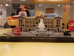 20170119_143755 (COUNTZERO1971) Tags: lego london legostore leicestersquare toys buildingblocks brickculture