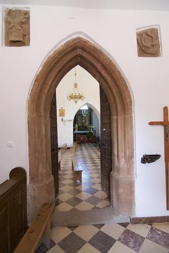 Południowy gotycki portal kościoła Wniebowzięcia NMPw Świętomarzy