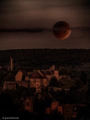 Bloodmoon above Heidenheim (guenterkurz.de) Tags: moon eclipse total schloss bloodmoon heidenheim hellenstein