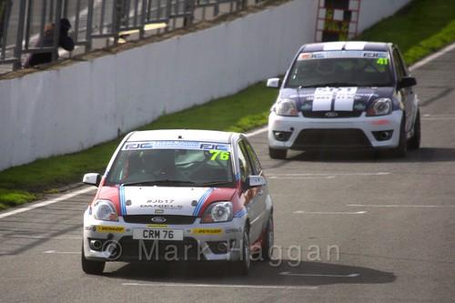 Carlito Miracco leads Aaron Thompson in the Fiesta Junior Championship, Brands Hatch, 2015