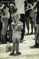 A vida precisa seguir (tiagocabralk) Tags: street charity people girl photography photo shoot photographer child poor help donation pernambuco humble tribo donate aldeia ajuda humility doao pesqueira caridade humildade doar cimbres xucur