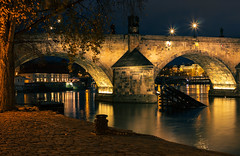 Karlv most, Praha, esk republika (Honzinus) Tags: city autumn fall river evening czech charles praha most cz vltava podzim republika karlv msto eka non veer echy esko esk esk nbe nplavka konzervato